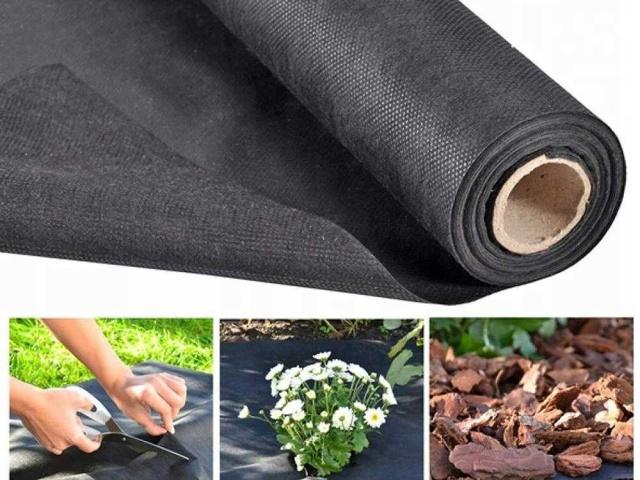 Чёрный садовый укрывной материал от сорников